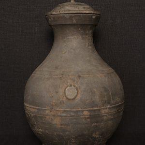 F032 Hu Vase with lid