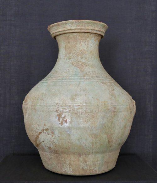 F011, Vase hu à glaçure plombifère et masque de taotie, côté