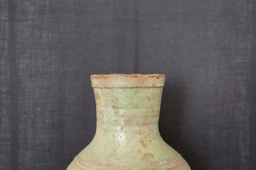 F012, Vase hu irisé à glaçure plombifère, détail col